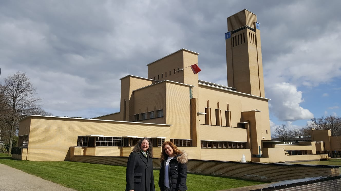 Stadskantoor Hilversum met Safaa en Annette
